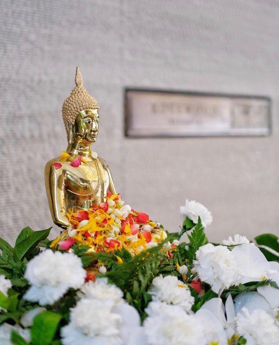 Buddha sorgt für ein ruhevolles Erwachen