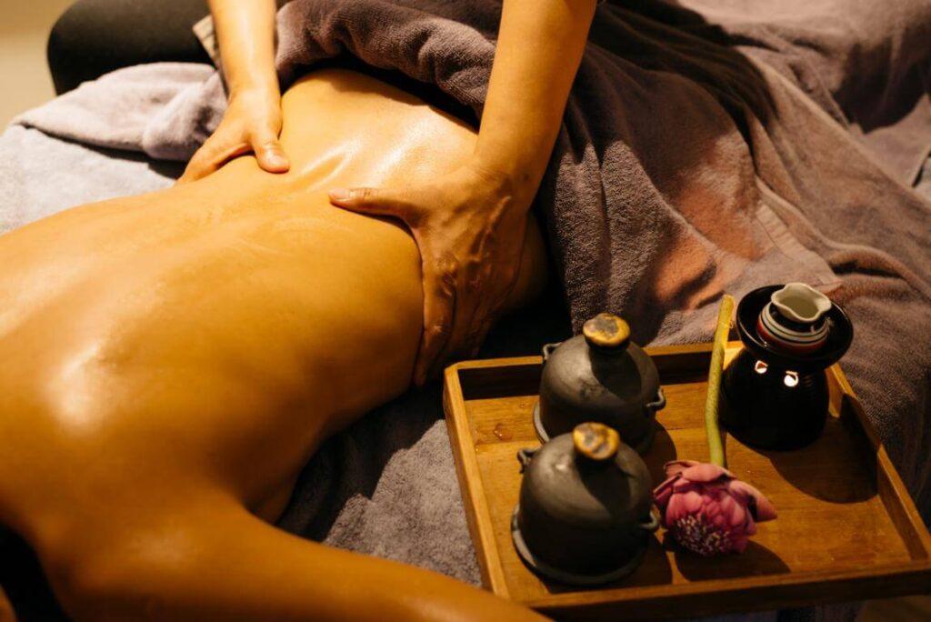 Thai Öl Massage zur tiefen Entspannung
